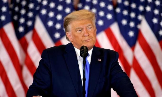 Trump phát biểu tại phòng họp ở Cánh Đông, Nhà Trắng, sáng 4/11. Ảnh: Reuters.