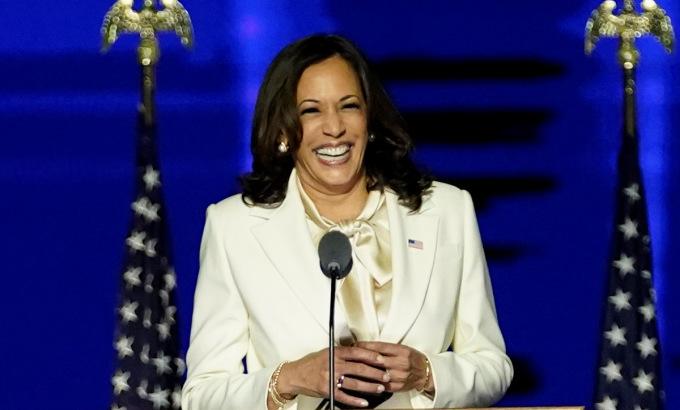 Harris xuất hiện trên sân khấu tối 7/11. Ảnh: Reuters.