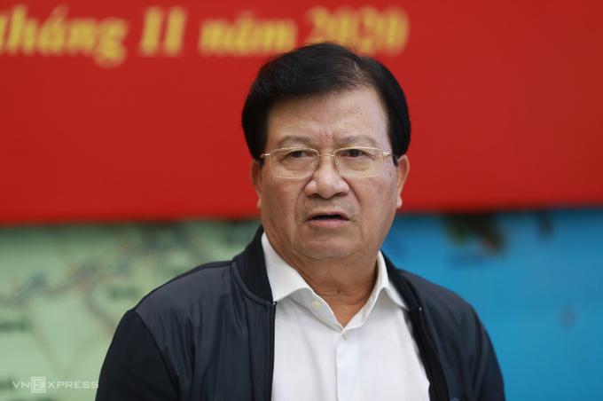 Phó Thủ tướng Trịnh Đình Dũng tại cuộc họp ứng phó bão sáng 10/11. Ảnh: Tất Định.