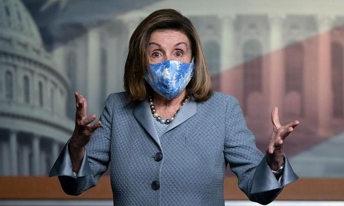 Chủ tịch Hạ viện Mỹ Nancy Pelosi tại cuộc họp báo ở quốc hội hôm 29/10. Ảnh: AFP.