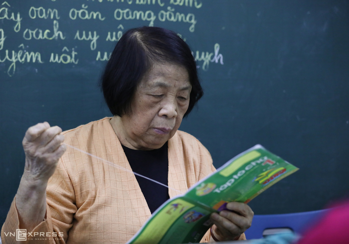 Bà giáo 26 năm dạy chữ miễn phí cho trẻ thiểu năng
