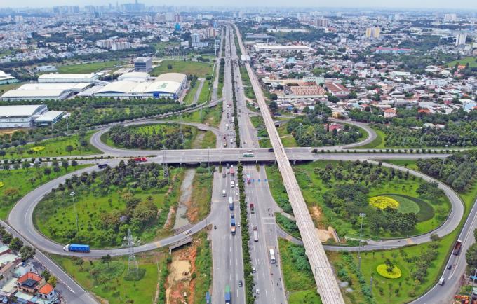 Nút giao Trạm 2 (xa lộ Hà Nội, giáp quận 9 và Thủ Đức) - điểm cuối của dự án thành phần 1B, hồi tháng 10. Ảnh: Gia Minh.