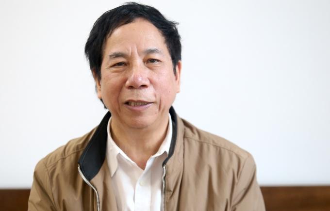 GS.TS Vương Văn Quỳnh trả lời VnExpress. Ảnh: Gia Chính
