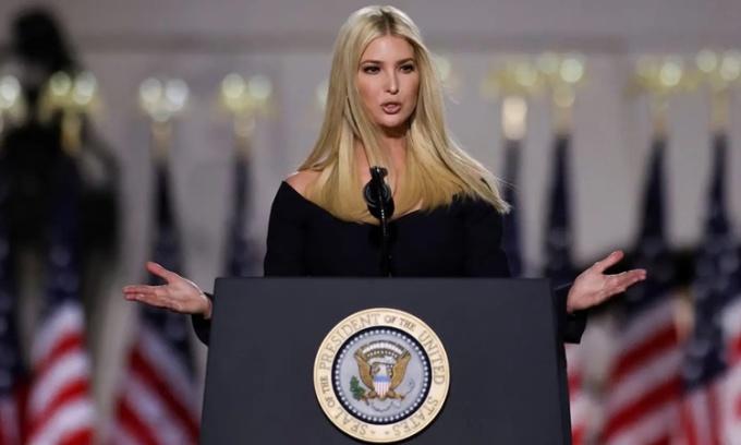 Ivanka Trump phát biểu tại bãi cỏ phía nam Nhà Trắng ngày 27/8. Ảnh: Reuters.