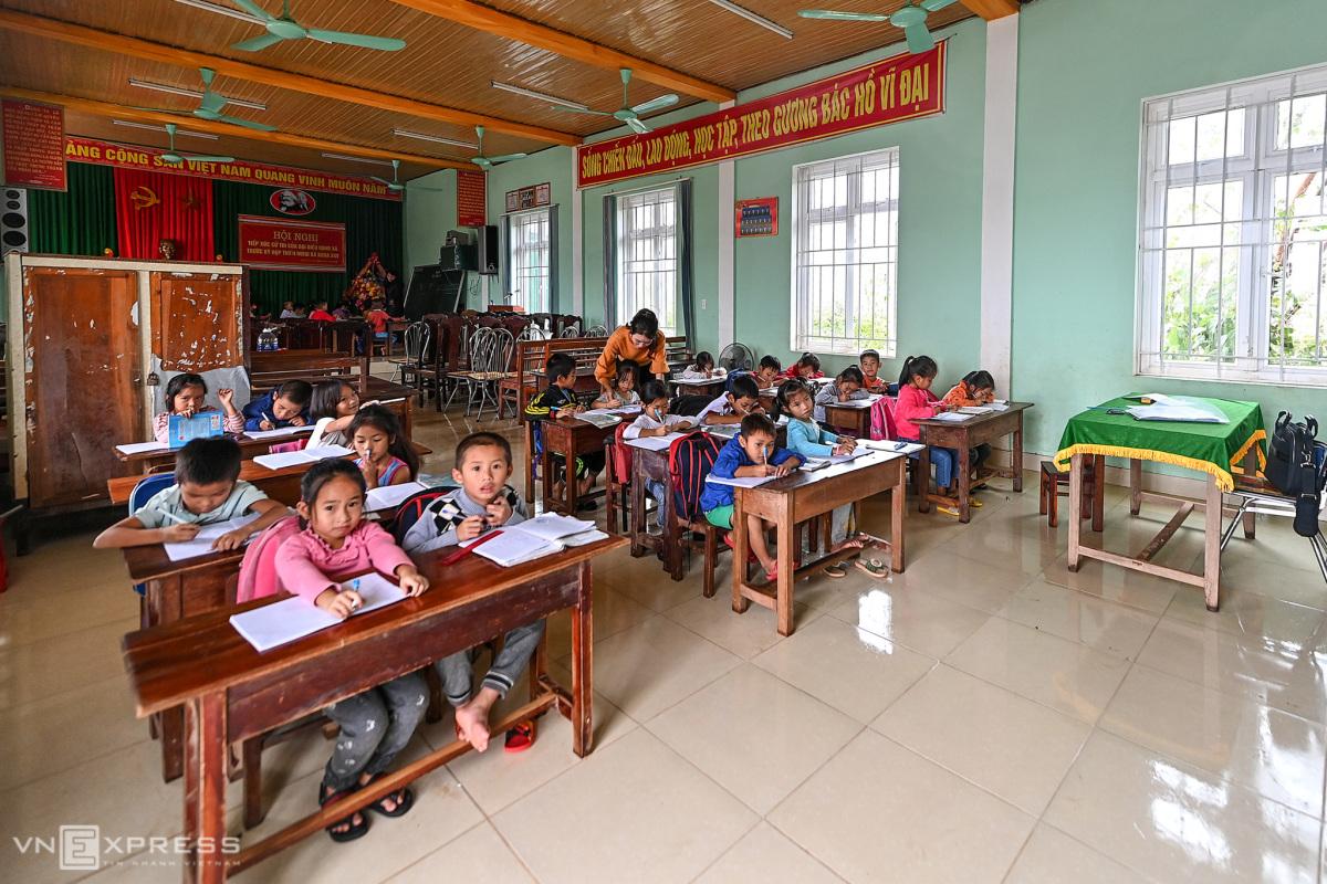 Trẻ học nhờ nhà văn hóa thôn vì trường tốc mái