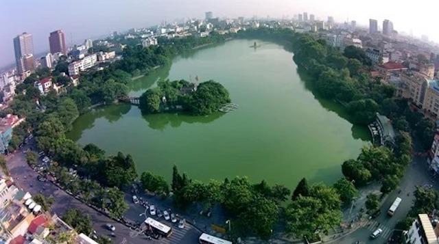 Hồ Hoàn Kiếm - một trong những biểu tượng của thủ đô Hà Nội. Ảnh: Giang Huy.