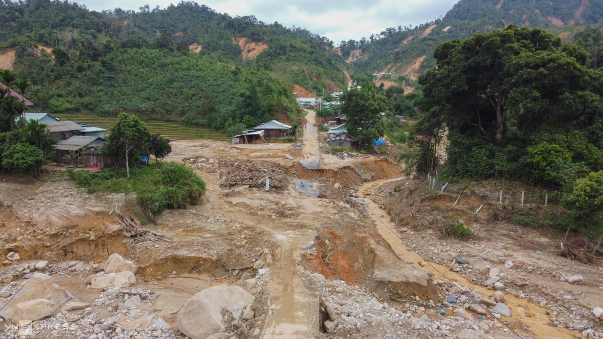 Thông đường vào xã vùng cao bị cô lập