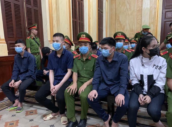 Những bị cáo trong phiên toà. Ảnh: Dương Trang.