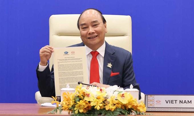 Thủ tướng Nguyễn Xuân Phúc tại hội nghị trực tiếp với lãnh đạo các nền kinh tế thành viên APEC, ngày 20/11. Ảnh: Bộ Ngoại giao.