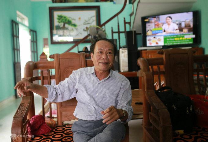 Ông Chu Văn Nam, một trong những hộ phải trả lại tiền hỗ trợ Covid-19 ở xã Phượng Dực. Ảnh: Tất Định