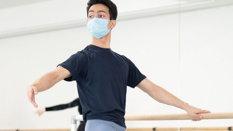 Chàng trai nghèo trúng tuyển trường múa ballet danh tiếng