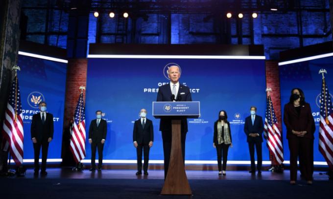 Tổng thống đắc cử Joe Biden giới thiệu 6 đề cử cho các vị trí trong chính quyền tương lai tại thành phố Wilmington, bang Delaware, hôm 24/11. Ảnh: AFP.