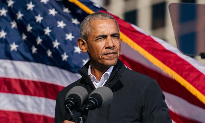 Cựu tổng thống Mỹ Barack Obama vận động tranh cử cho Biden tại bang Georgia hôm 2/11. Ảnh: Reuters.