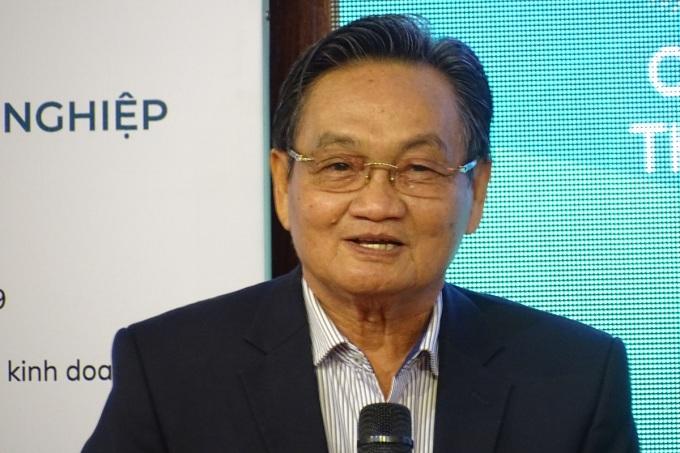 TS Trần Du Lịch, Thành viên Tổ tư vấn kinh tế của Thủ tướng chia sẻ chủ đề chuyển đổi số tại hội thảo, sáng 27/11. Ảnh: Hà An.