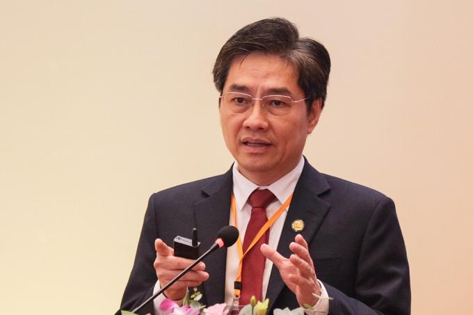 Ông Trần Diệp Tuấn chia sẻ về học phí trường Y. Ảnh: Dương Tâm.