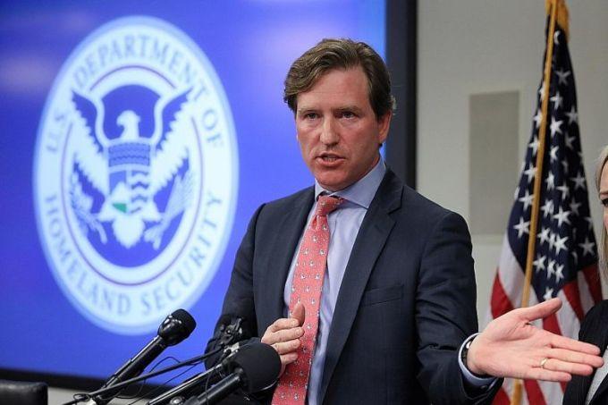 Chris Krebs, cựu giám đốc NCCIC, phát biểu tại trụ sở NCCIC và Trung tâm Điều hành Bầu cử tại Arlington, Virginia, hôm 6/11. Ảnh: Reuters