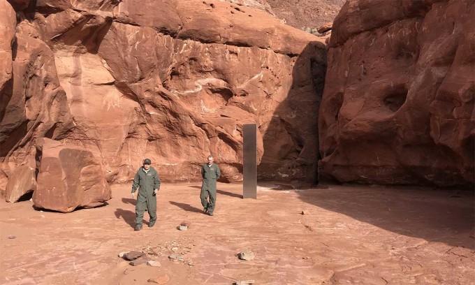 Khối kim loại bí ẩn trong sa mạc ở phía đông nam bang Utah. Ảnh: DPS Utah.
