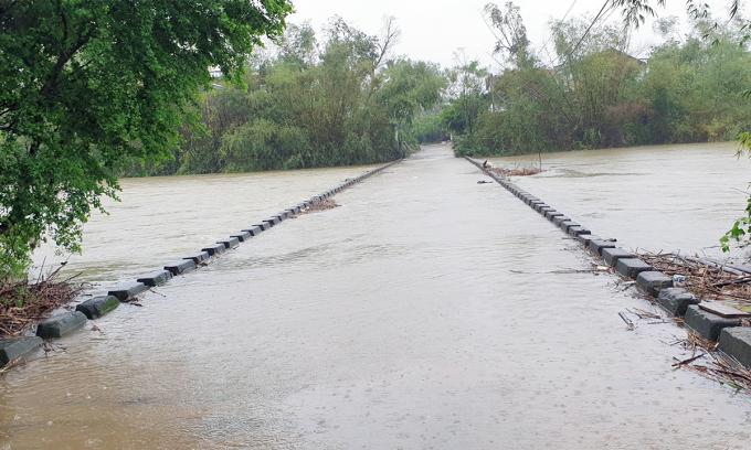 Khu vực xã Hòa Thịnh, huyện Tây Hòa (Phú Yên) ngập nước, chiều 29/11. Ảnh: Phước An.