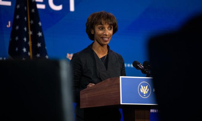 Cecilia Rouse tại buổi giới thiệu đề cử của Biden ở Wilmington, bang Delaware hôm 24/11. Ảnh: NYTimes.