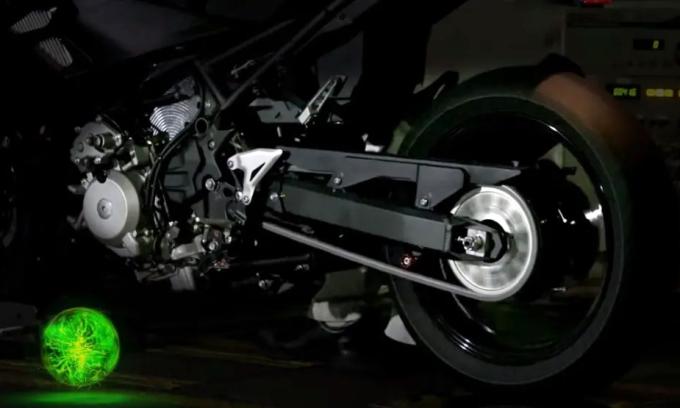 Hệ thống hybrid dành cho môtô hoạt động trên một nguyên mẫu. Ảnh: Kawasaki