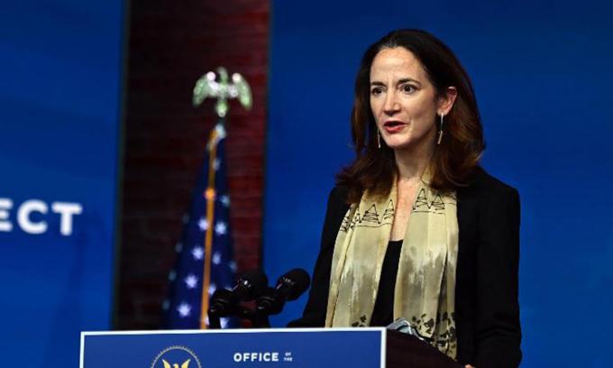 Avril Haines phát biểu tại buổi giới thiệu đề cử của Biden ở Wilmington, bang Delaware hôm 24/11. Ảnh: AFP.