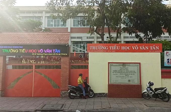Trường Võ Văn Tần, TP HCM đóng cửa từ 2/12 để phòng chống Covid-19. Ảnh: Mạnh Tùng