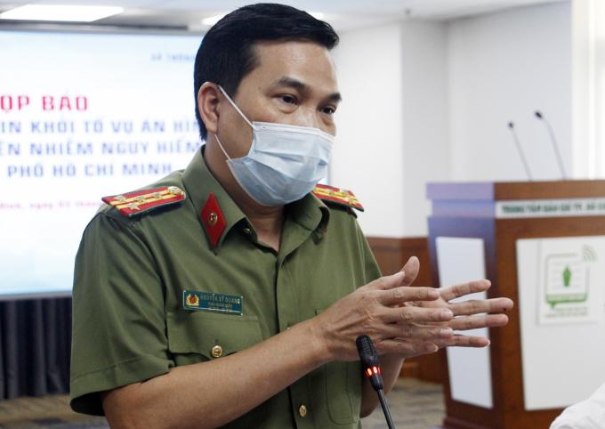 Đại tá Nguyễn Sỹ Quang nói về căn cứ khởi tố vụ án. Ảnh: Tuấn Việt.