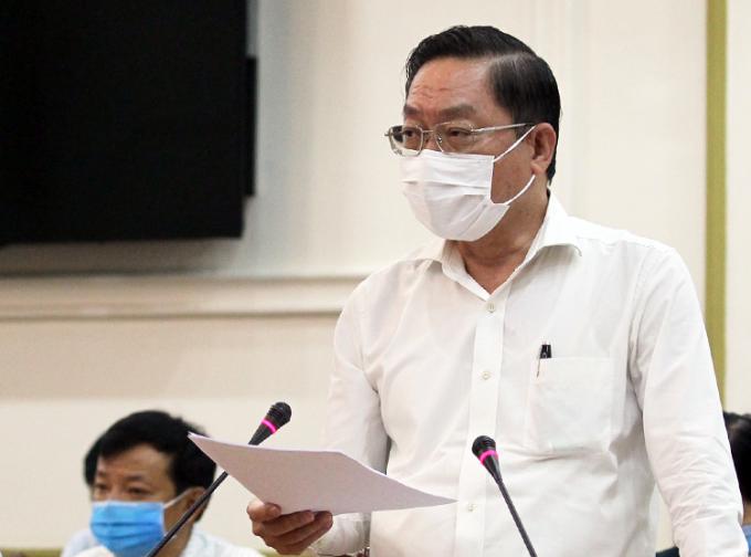 Giám đốc Sở Y tế Nguyễn Tấn Bỉnh báo cáo tại cuộc họp. Ảnh: Trung tâm báo chí.