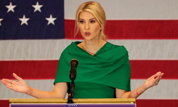 Ivanka Trump phát biểu trong chiến dịch vận động tranh của của Trump tại Rothschild, Wisconsin, hôm 1/11. Ảnh: Reuters.