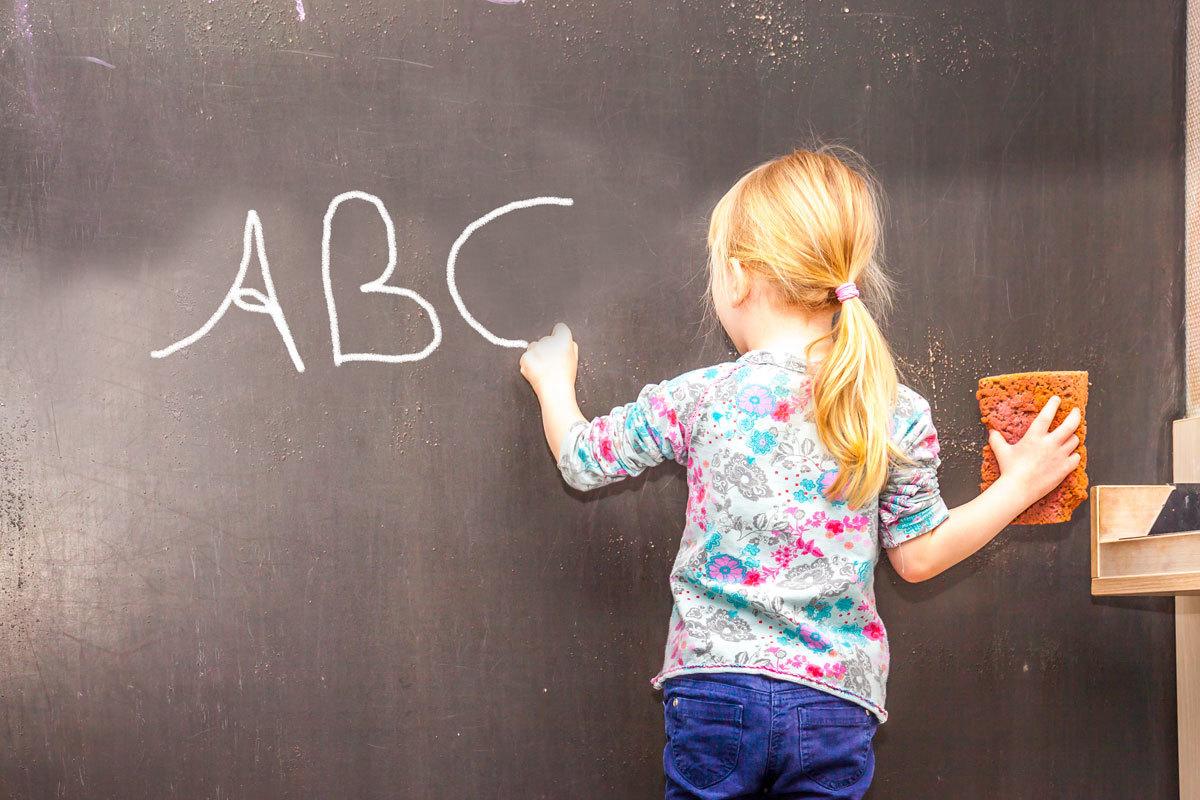 Dấu hiệu nhận biết trẻ thuận tay trái
