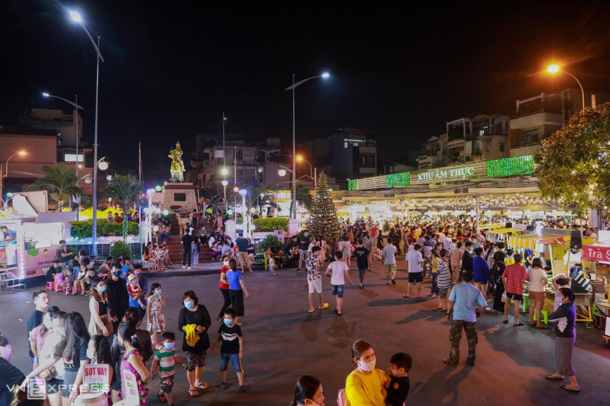 Phố đi bộ thứ ba ở Sài Gòn thu hút khách tham quan