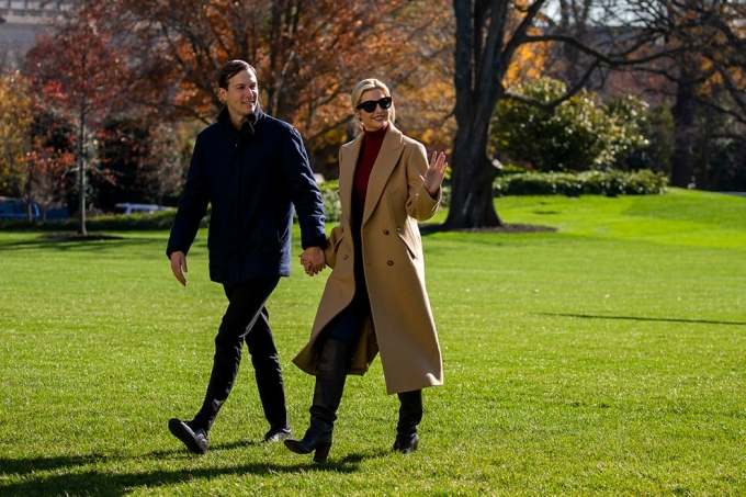 Vợ chồng Ivanka tại bãi cỏ phía nam Nhà Trắng hôm 29/11. Ảnh: AFP.