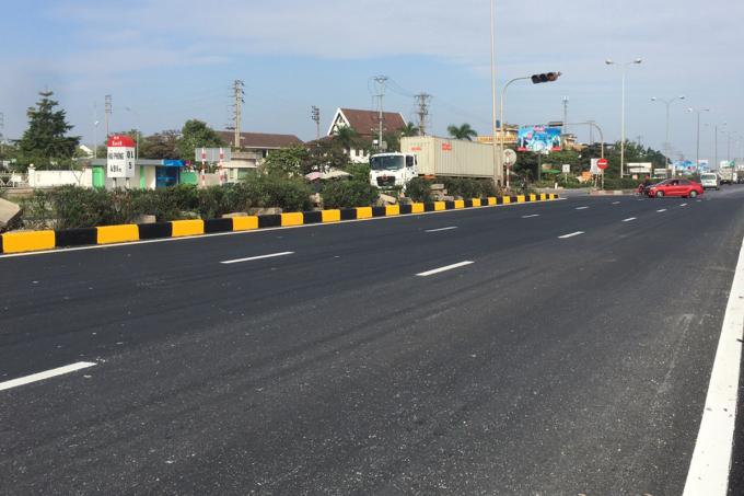 Nút giao và mặt đường tại km47 đã hoàn thành. Ảnh: Anh Duy.