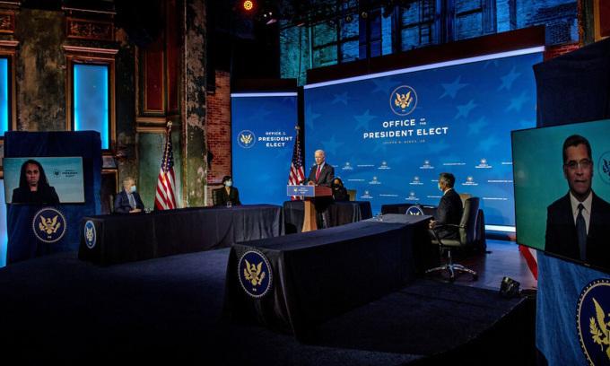 Joe Biden tại buổi công bố đề cử quan chức y tế cho chính quyền tương lai ở Wilmington, bang Delaware hôm 8/12. Ảnh: NYTimes.