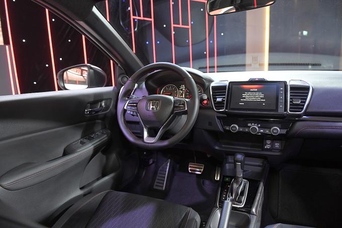Khoang lái trên Honda City mới.