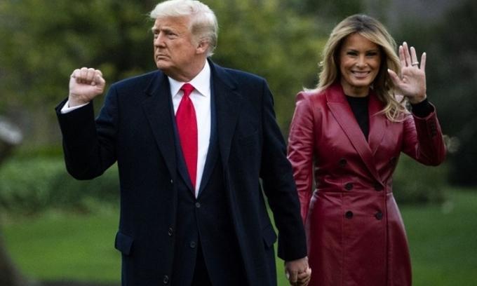 Tổng thống Mỹ Donald Trump (trái) và Đệ nhất phu nhân Mỹ Melania Trump tại Nhà Trắng hôm 5/12. Ảnh: AFP.