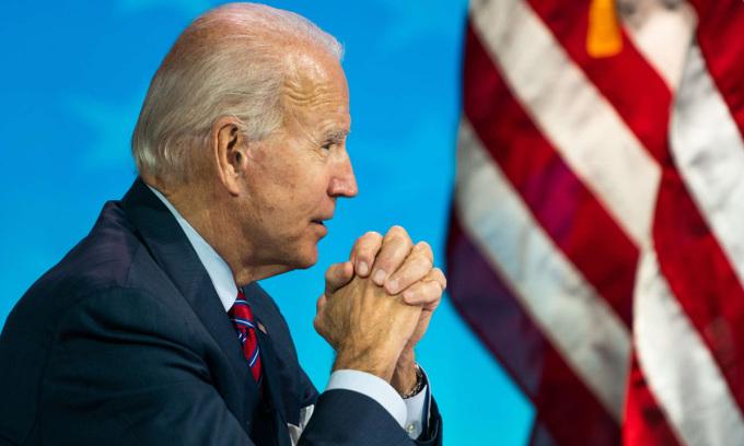 Joe Biden trong buổi họp trực tuyến ở Wilmington, bang Delaware hôm 4/12. Ảnh: Washington Post.