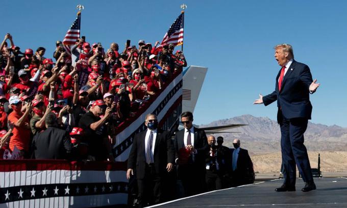 Tổng thống Donald Trump tại buổi vận động tranh cử ở bang Arizona hồi tháng 10. Ảnh: AFP.