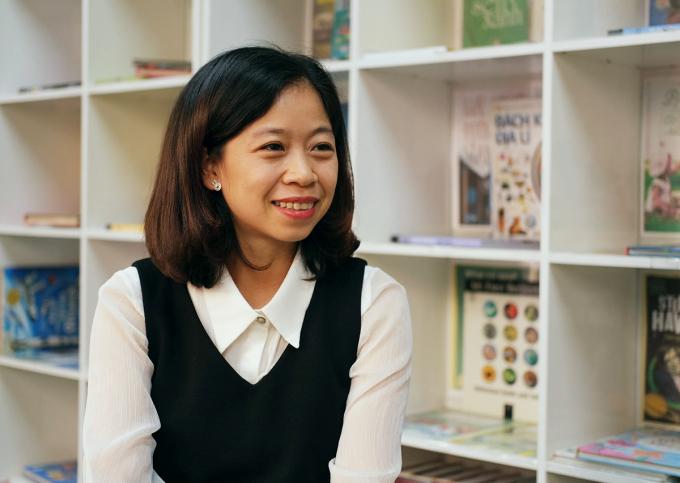 Cô Bùi Thị Nga chia sẻ giải pháp để giải quyết bạo lực học đường từ gốc rễ. Ảnh: Dương Tâm.