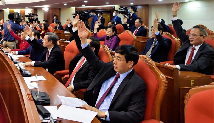 Đại biểu biểu quyết thông qua chương trình hội nghị. Ảnh: VGP