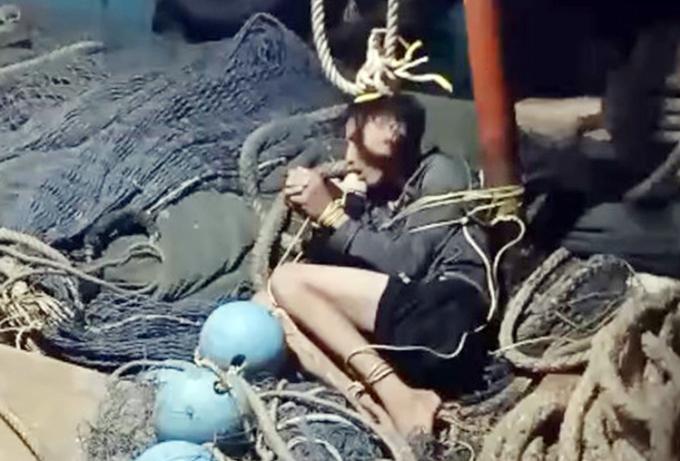 Hình ảnh một người bị tài công Triệu trói, đánh đập. Ảnh: ngư phủ cung cấp
