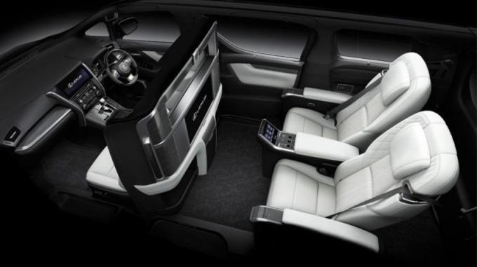 LM350 bán ở Malaysia chỉ với bản 4 chỗ. Ảnh: Lexus