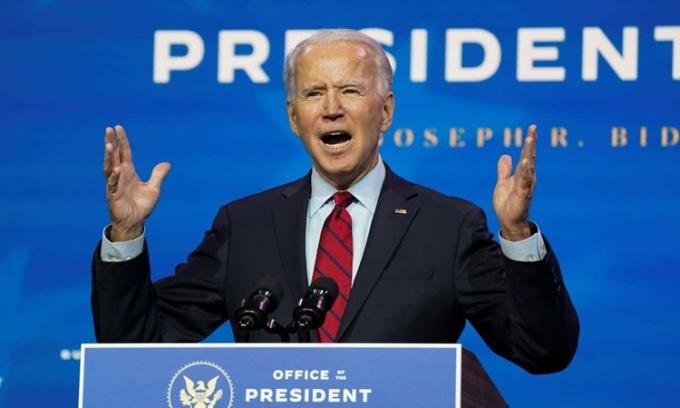 Tổng thống đắc cử Mỹ Joe Biden hôm 8/12 công bố thành viên nhóm ứng phó Covid-19 tại Wilmington, Delaware. Ảnh: Reuters.