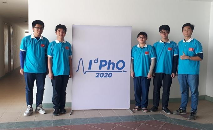 Đội tuyển Olympic Vật lý phân tán quốc tế OdPho 2020 của Việt Nam. Ảnh: GDTĐ