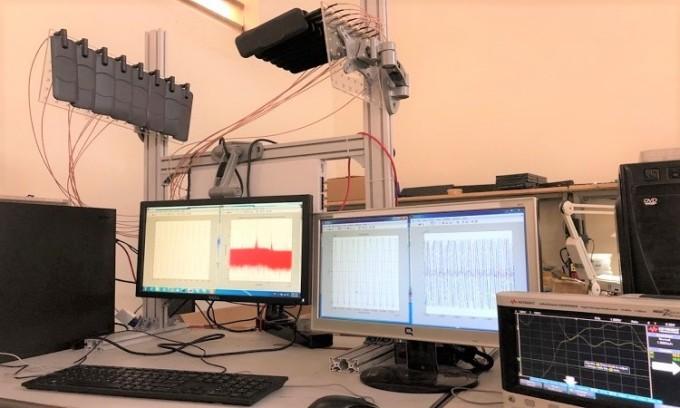 Thiết lập mô hình và đo đạc các tham số hệ thống trong phòng thí nghiệm. Ảnh: Nhóm nghiên cứu.