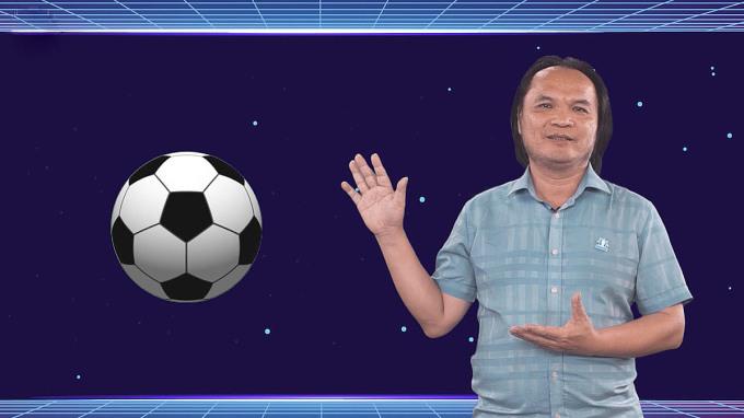 Thầy Phương phân tích đề bài thông qua hình ảnh bề mặt trái bóng.