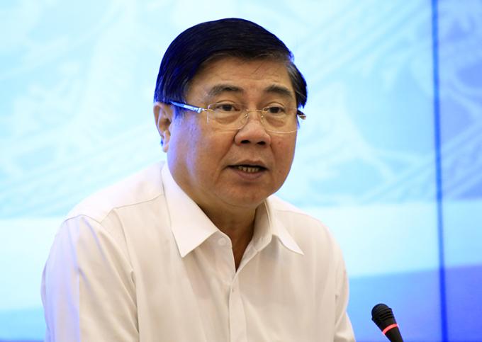 Chủ tịch UBND TP HCM Nguyễn Thành Phong tại cuộc họp sáng 19/12. Ảnh: Hữu Công.
