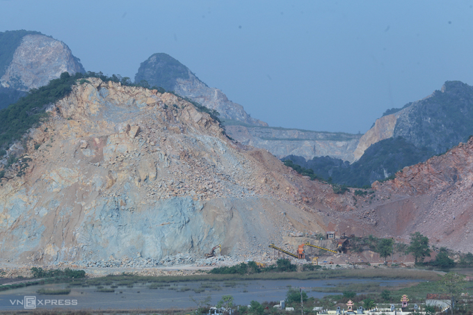 Khu vực khai thác đá giáp ranh rừng phường Tân Bình, TP Tam Điệp, Ninh Bình. Ảnh: Tất Định.