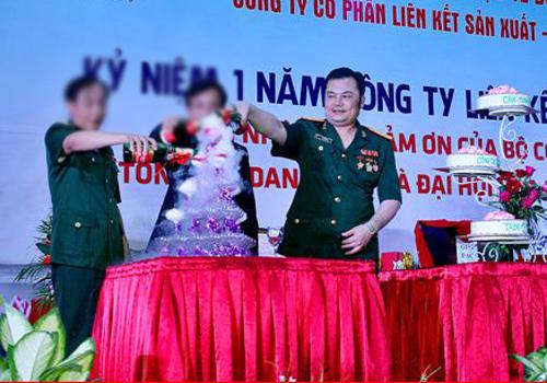 Lê Xuân Giang Giang trong lễ kỷ niệm một năm công ty hoạt động đa cấp.