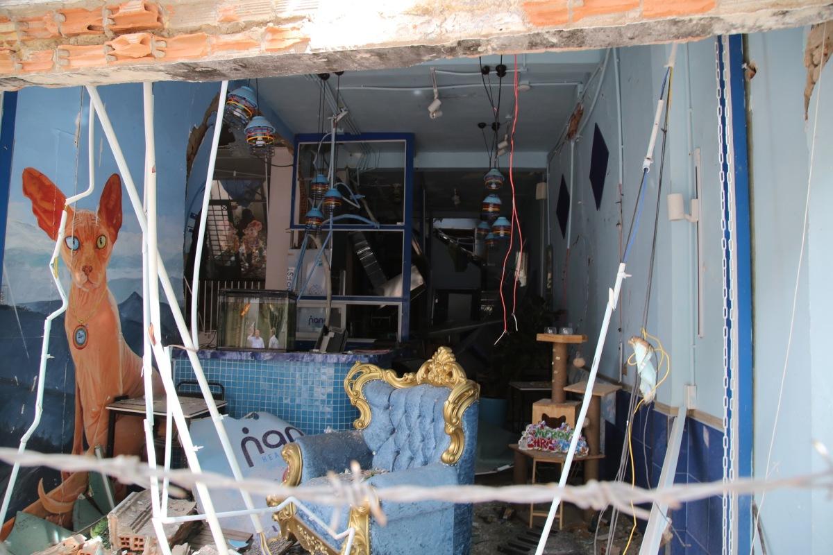 Nhà sập tan hoang sau vụ nổ ở Sài Gòn